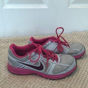 NIKE pink air relentless 3 tennis shoe